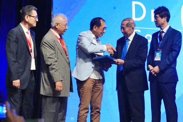 CIPUTRA DIANUGERAHKAN BEST ENTREPRENEUR OF THE YEAR OLEH ASIA COUNCIL FOR SMALL BUSINESS (ACSB)